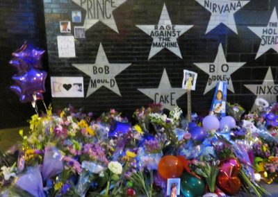 Fan Memorial under Prince_s star the night he passed
